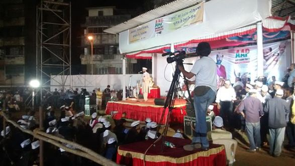 Yogendra_Yadav_addressing_a_rally_in_Mumbai.jpg
